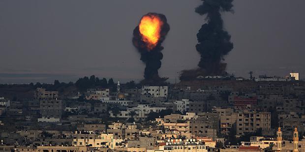 197637_Airstrikes_on_Gaza (1)