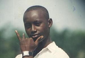 """Moses har tilbragt de sidste otte år i fængsel. Den 12. november 2013 blev han dømt til døden ved hængning. Dommen byggede på hans """"tilståelse"""" og et enkelt vidnes forklaring. Den politibetjent, der efterforskede sagen, dukkede aldrig op i retten."""