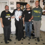 Team Amnesty Aalborg Amigos før-shave down - med barberen Ricardo (anden person fra venstre)
