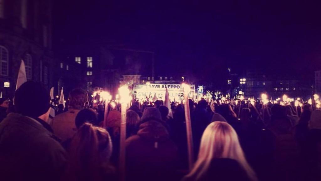 Fra fakkeltoget for Aleppo i København.